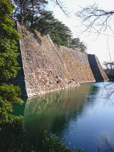 180403伊賀上野城石垣東水面