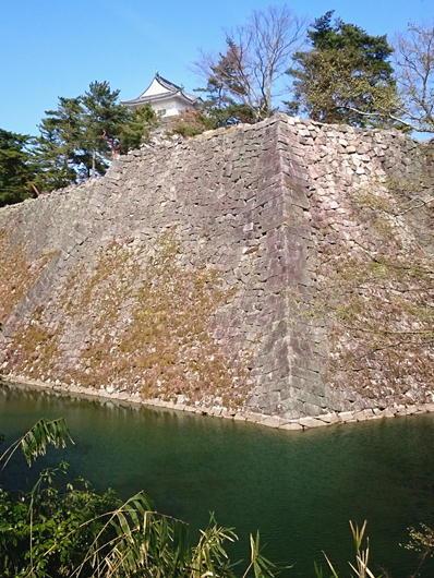 180403伊賀上野城北西石垣水面