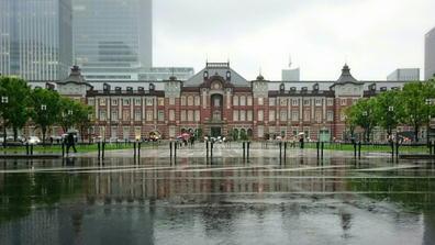 190501東京駅令和初日雨全景