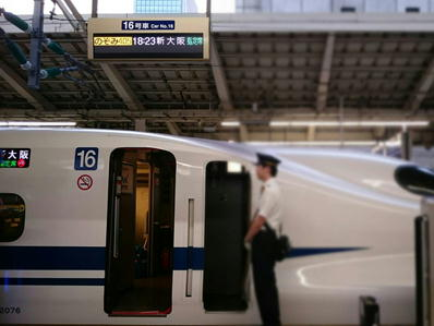 19皇居ランアシックス新幹線