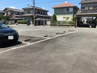 【広い道路の駐車場】