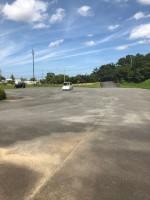 【大きな駐車場のある上川遊歩道公園】