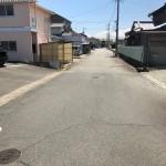 【パークタウンにある駐車場前面道路】